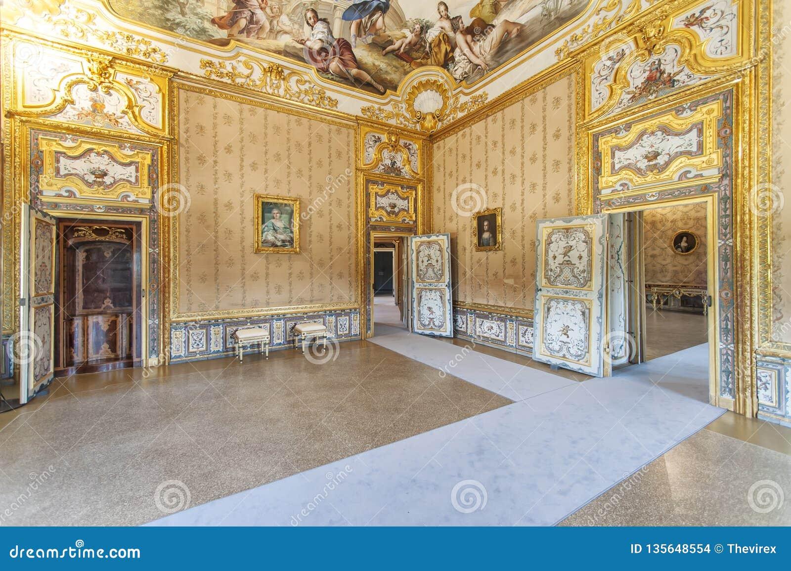 Intérieur de luxe dans le palais de chasse royal de Stupinigi