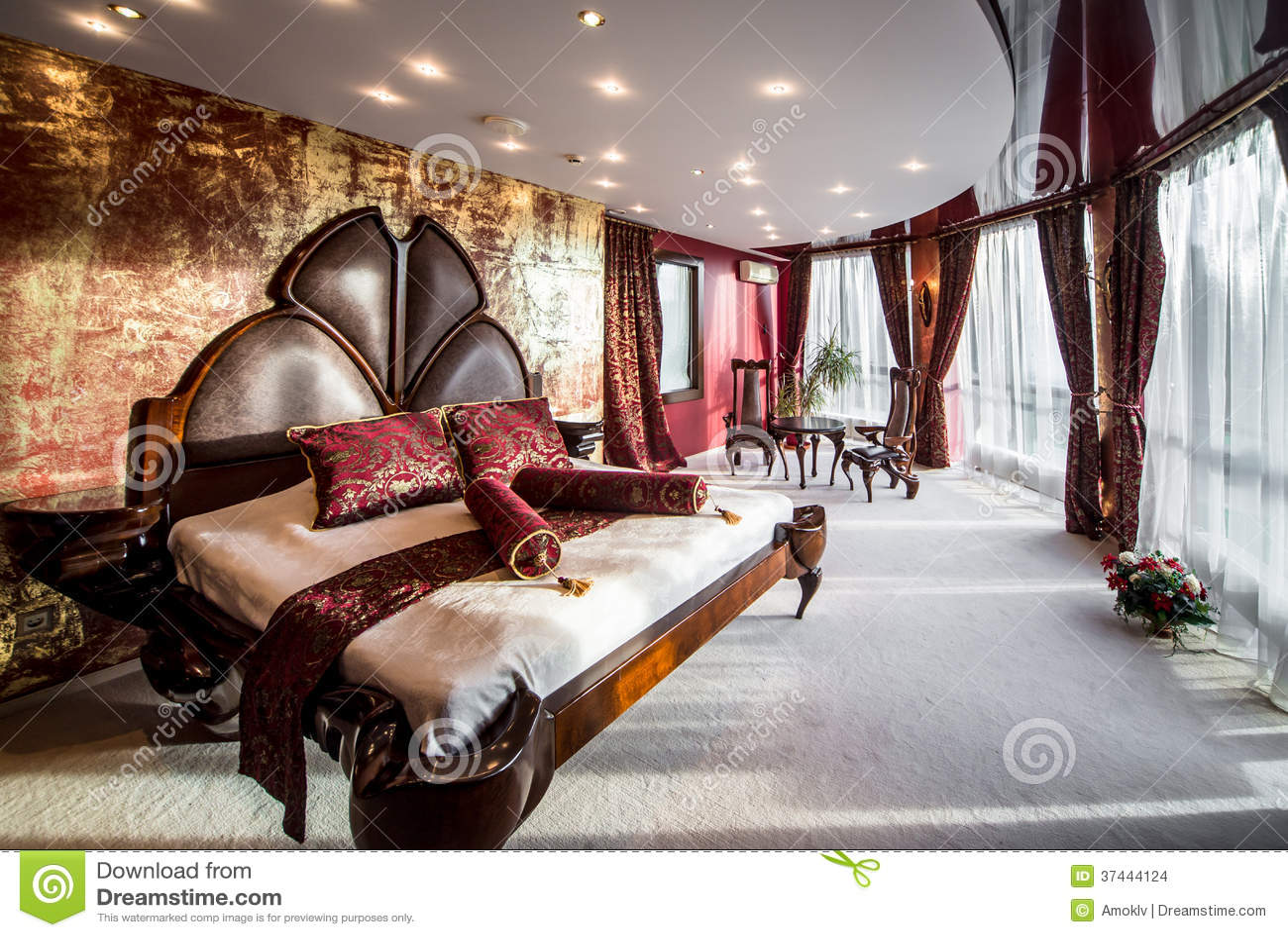 Int rieur de luxe de chambre coucher images stock for Chambre a coucher de luxe
