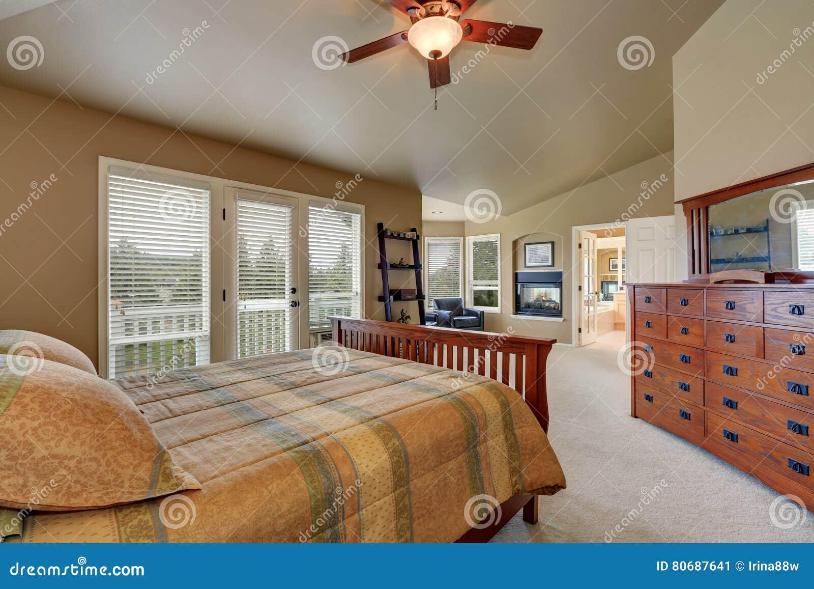 Interieur De Luxe De Chambre A Coucher Principale Avec Le Grand