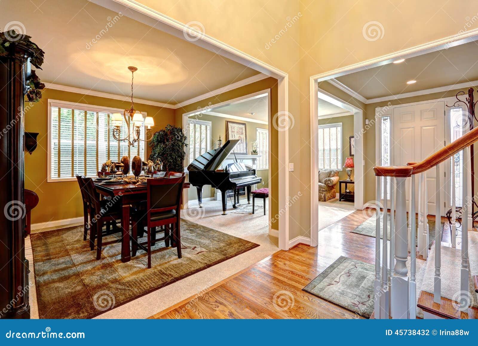 Interieur De Luxe De Maison Avec L Espace Ouvert Photo Stock Image