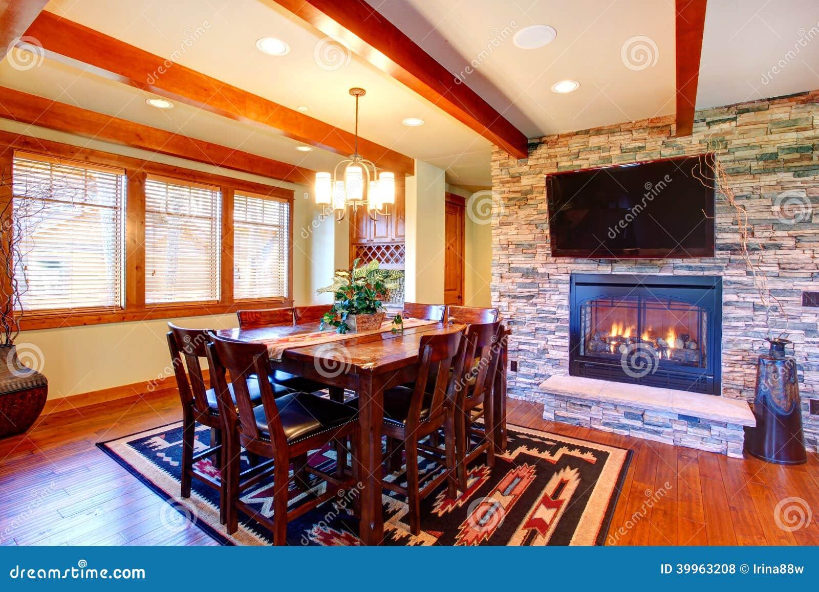 int rieur de luxe de maison salle manger photo stock image du d cor famille 39963208. Black Bedroom Furniture Sets. Home Design Ideas