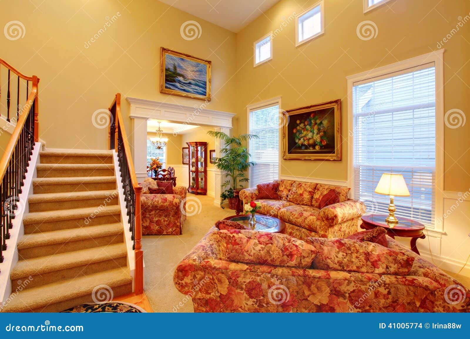 Int rieur de luxe de maison salle de s jour photo stock for Interieur luxe maison