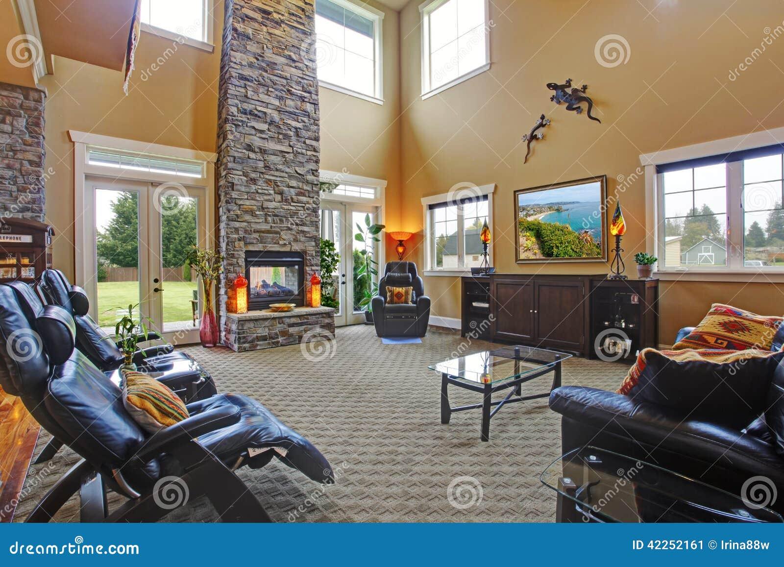 Int rieur de luxe de maison salle de s jour avec la chemin e - Cheminee interieur maison ...