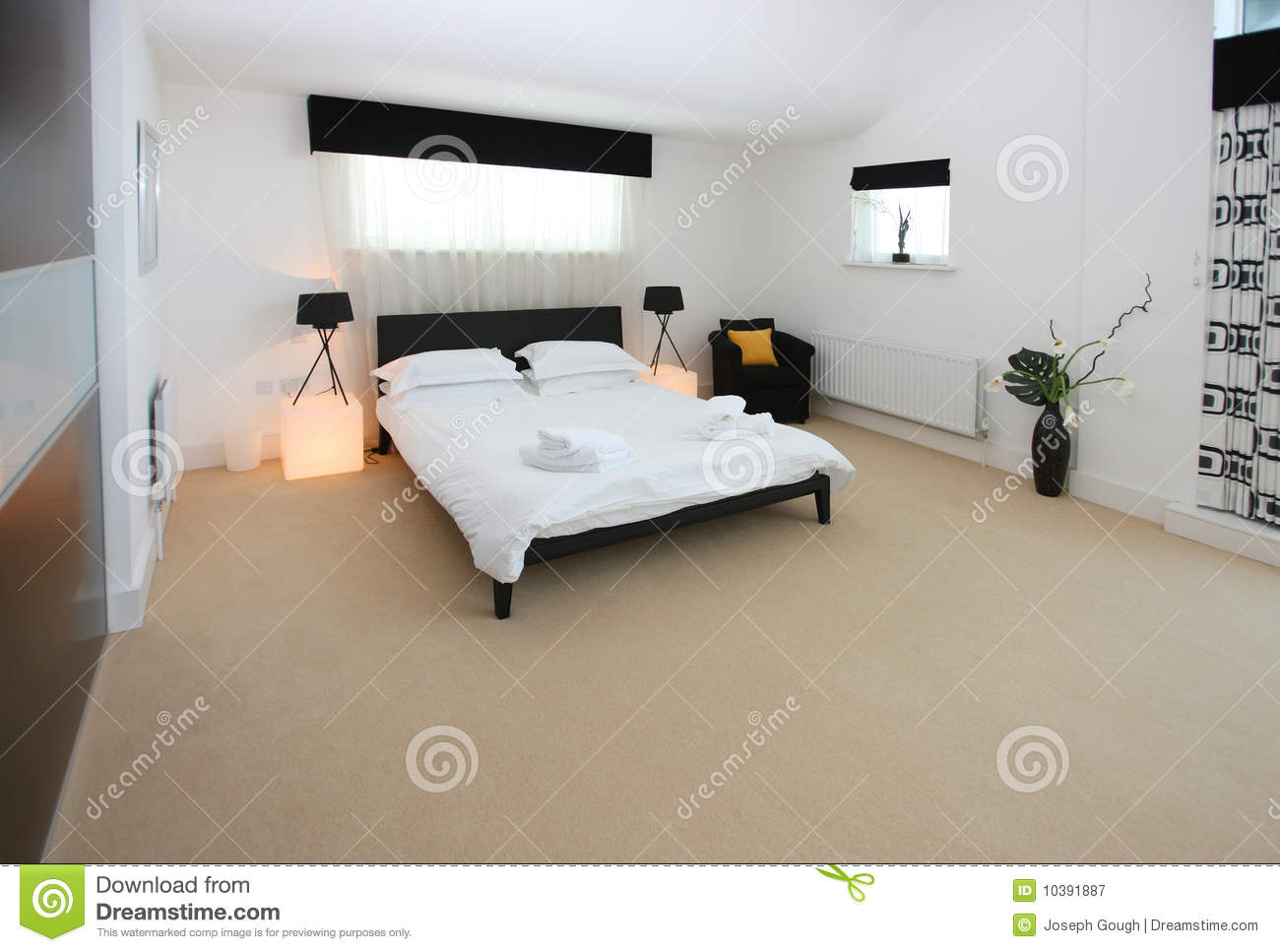 int rieur de luxe moderne de chambre coucher image stock image du spacieux vivre 10391887. Black Bedroom Furniture Sets. Home Design Ideas