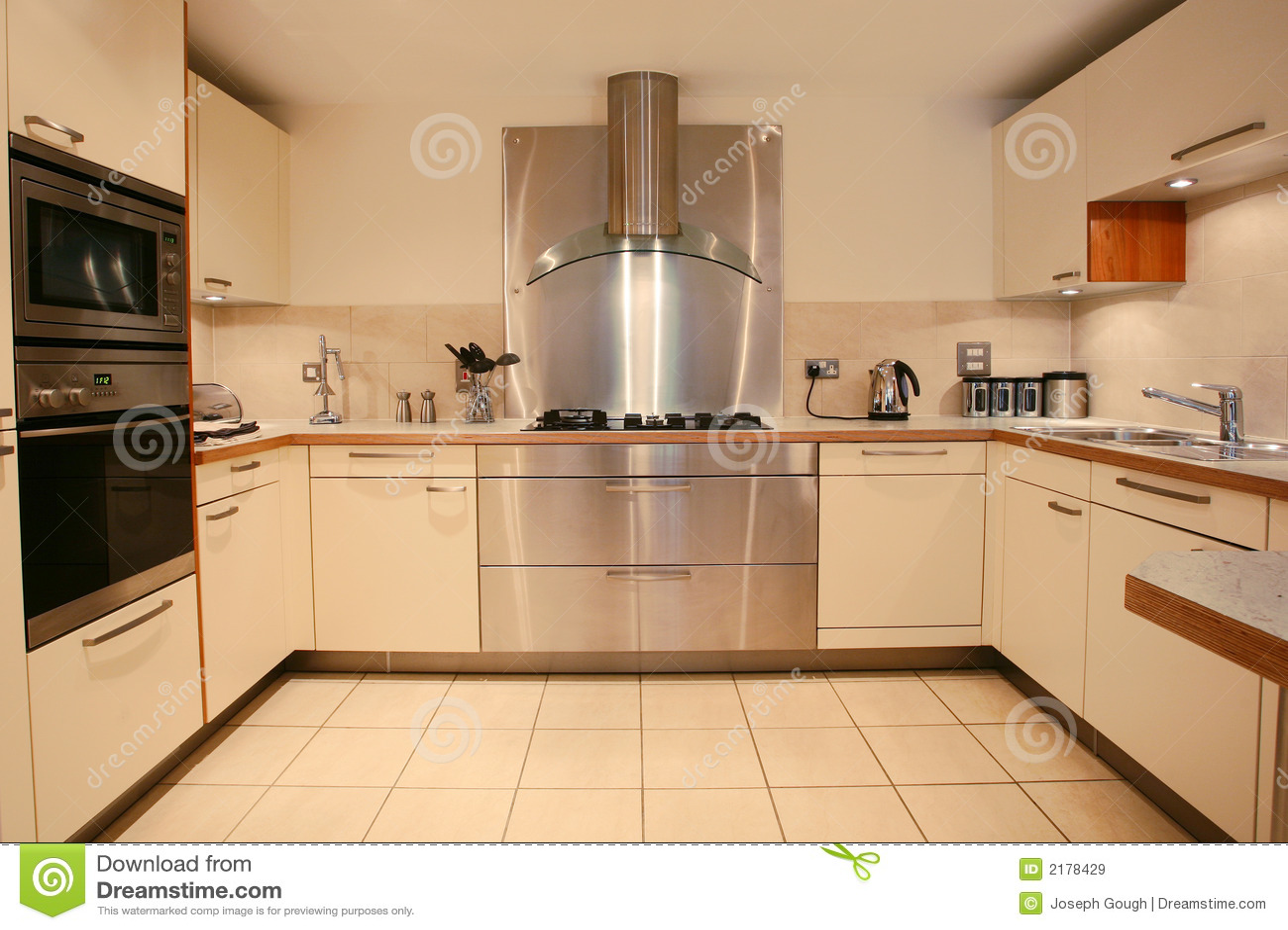 Intérieur de luxe moderne de cuisine
