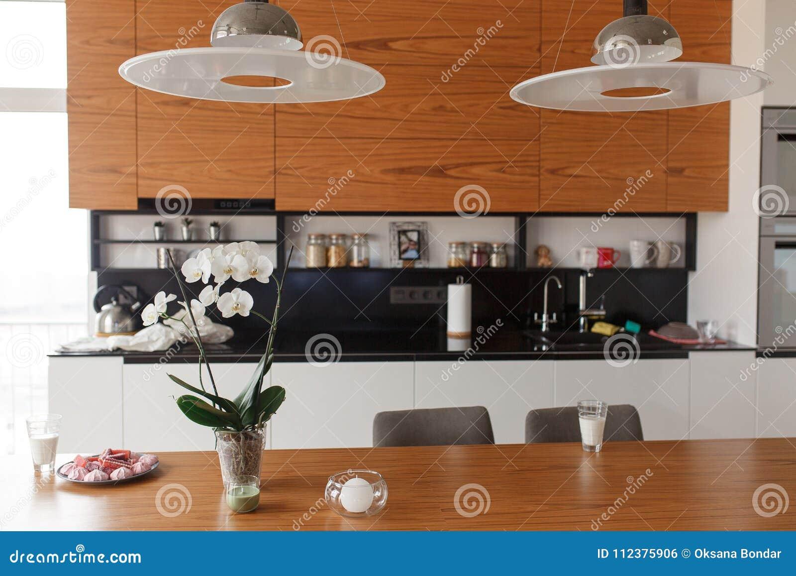 Maison De La Salle intérieur de maison avec la cuisine, le salon et la salle à