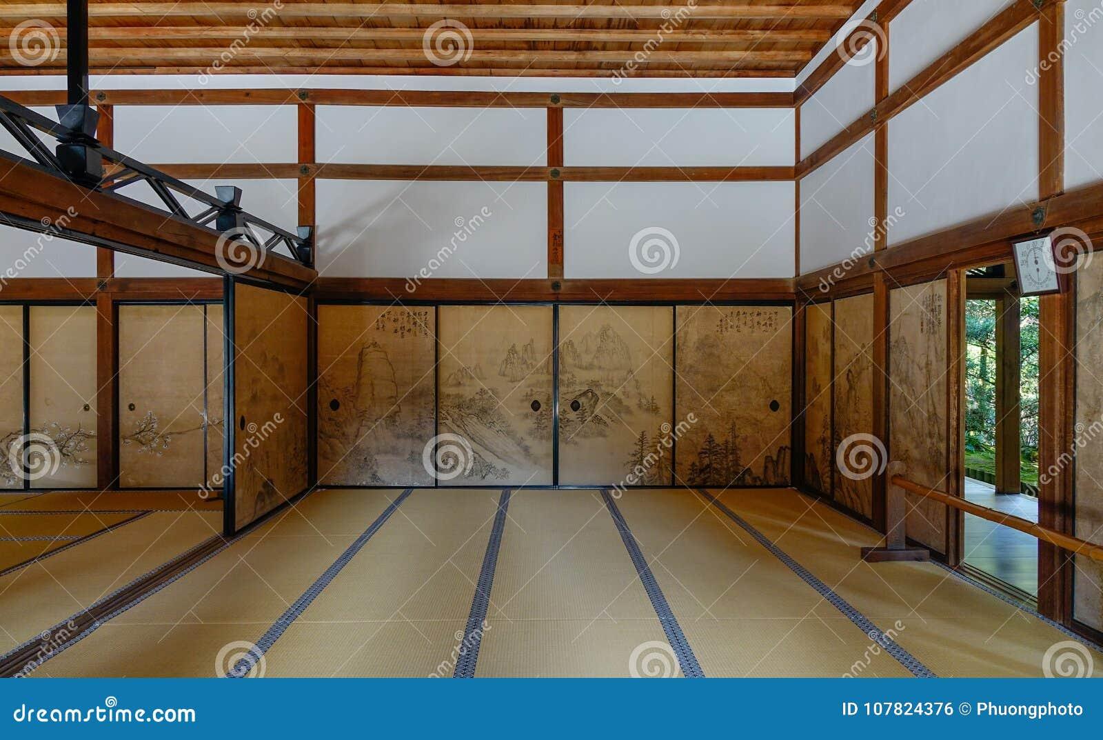 int rieur de maison japonaise traditionnelle photo stock image du sacr construction 107824376. Black Bedroom Furniture Sets. Home Design Ideas
