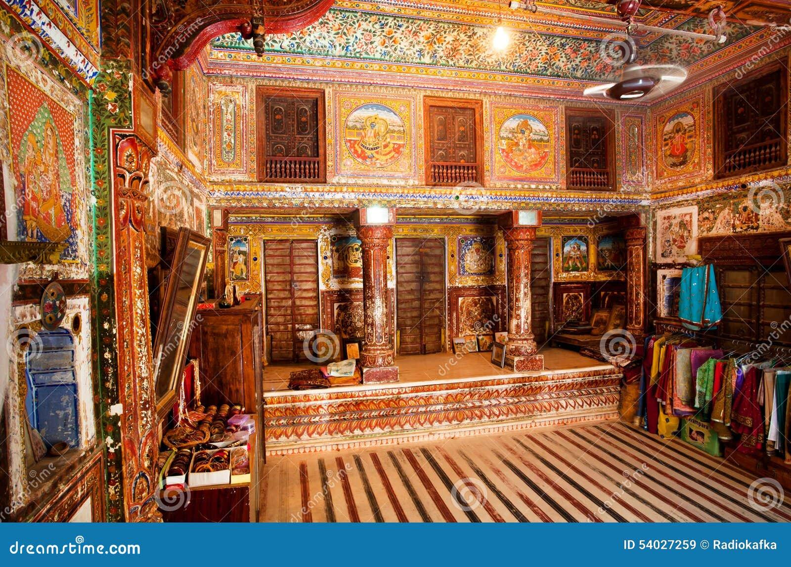 Int rieur de pi ce avec de vieux fresques dans la maison for Interno casa antica