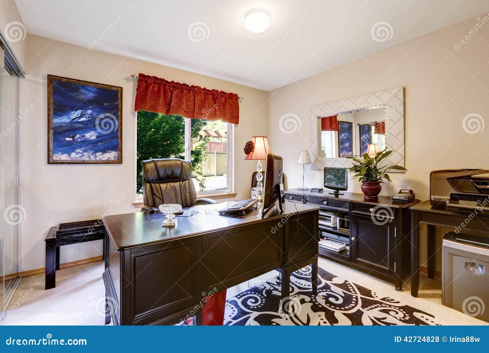 Intérieur de pièce de bureau avec les meubles noirs photo stock