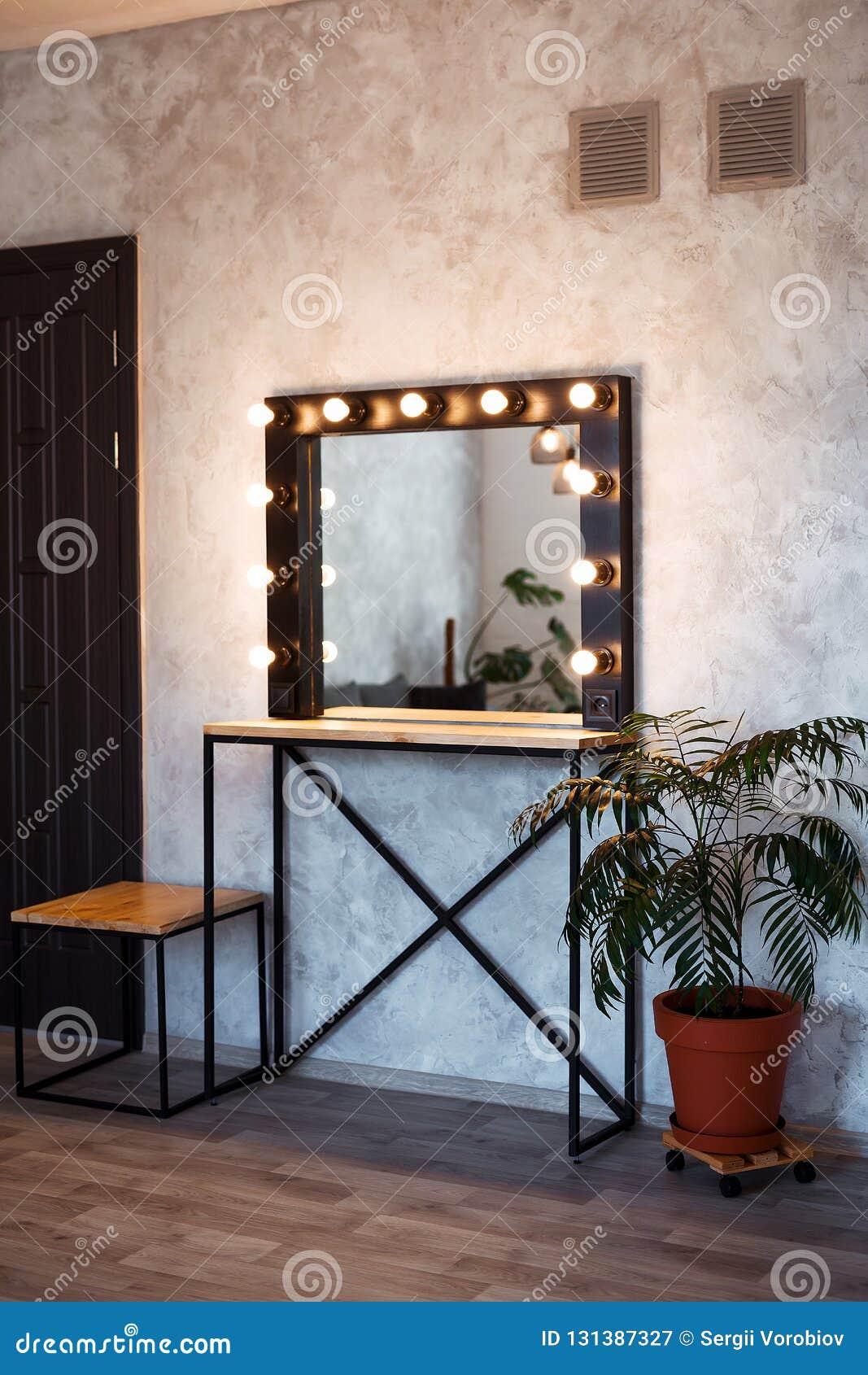 Intérieur de pièce moderne de maquillage Vestiaire de grenier