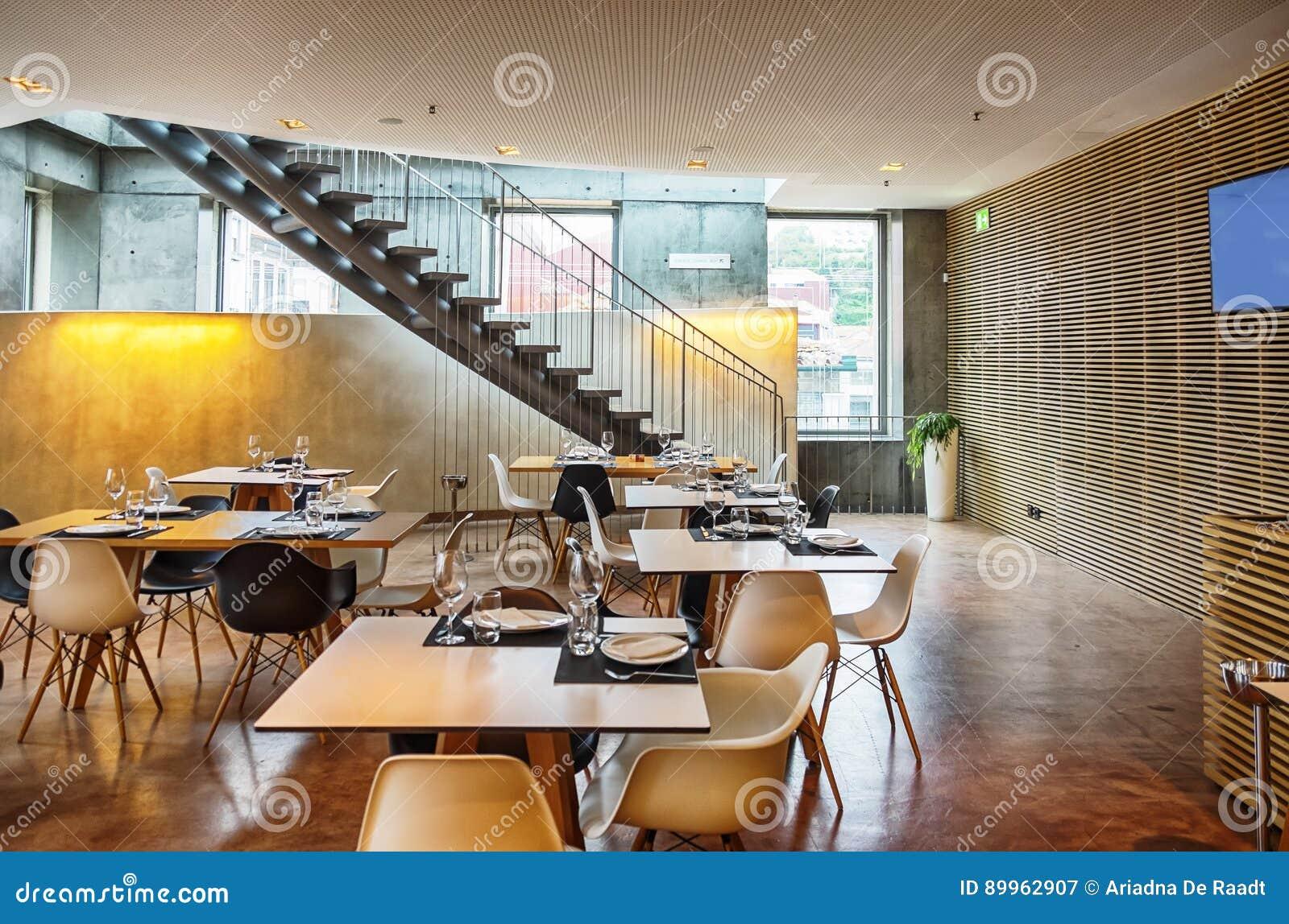 https://thumbs.dreamstime.com/z/int%C3%A9rieur-de-restaurant-avec-le-mur-d%C3%A9coratif-89962907.jpg