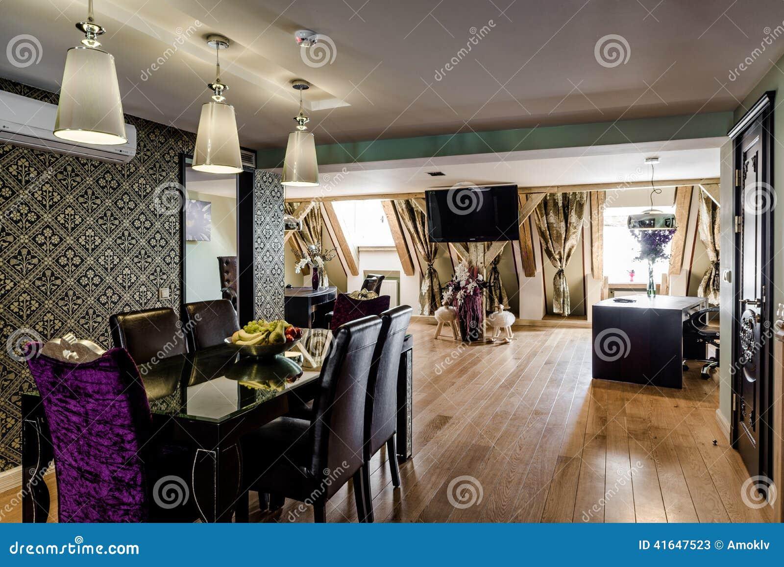 Int rieur de salle manger moderne photo stock image for Salle a manger de luxe moderne