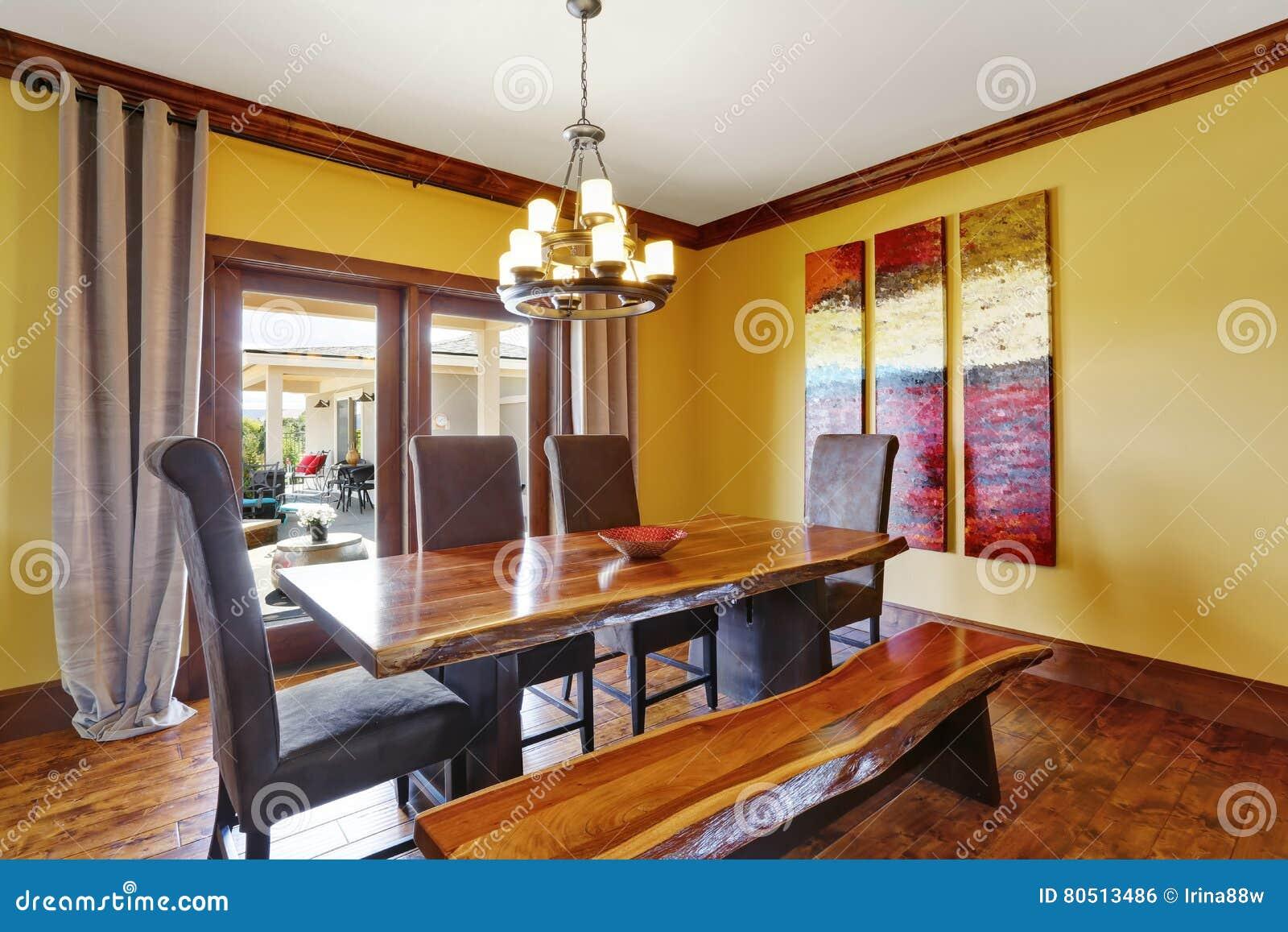 Intérieur De Salle à Manger Table En Bois Rustique Banc Et Hautes