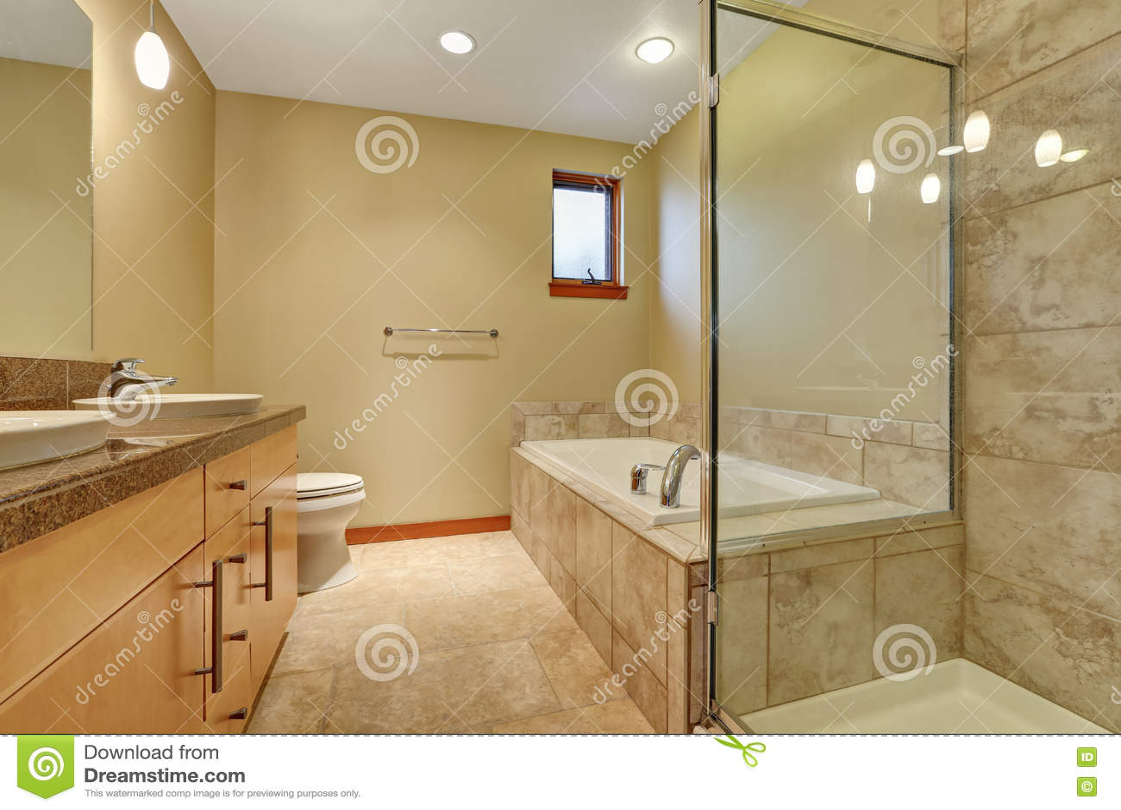Plan De Travail Granit Beige intérieur de salle de bains dans des tons beiges avec le