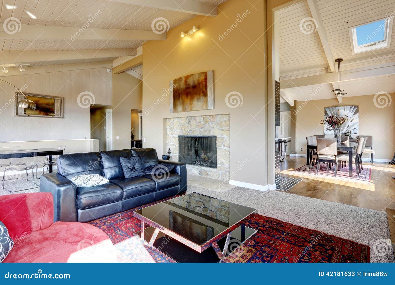 Int rieur de salon avec haut plafond dans la maison de - La maison de la table ...