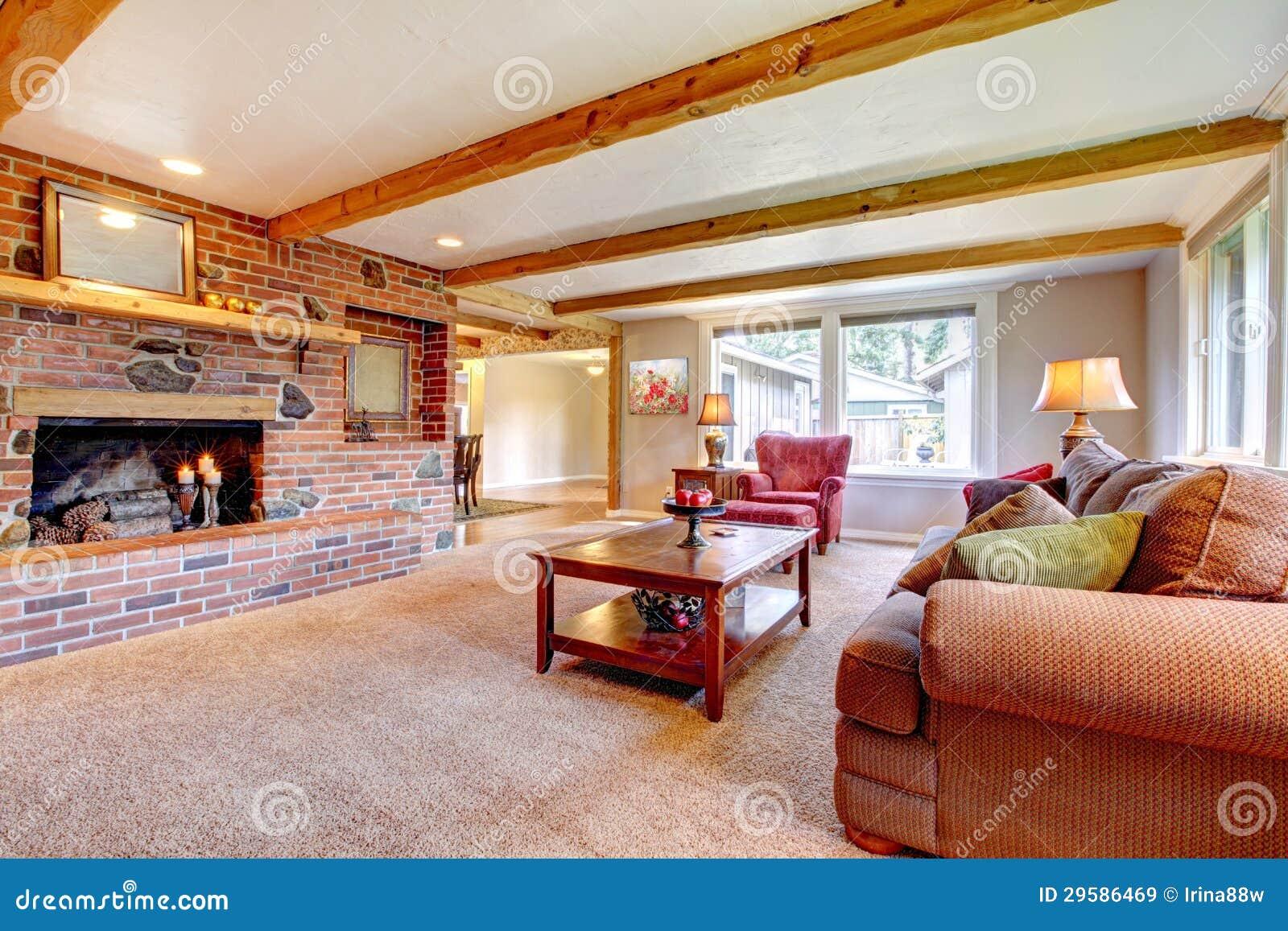 int rieur de salon avec la chemin e de brique les. Black Bedroom Furniture Sets. Home Design Ideas
