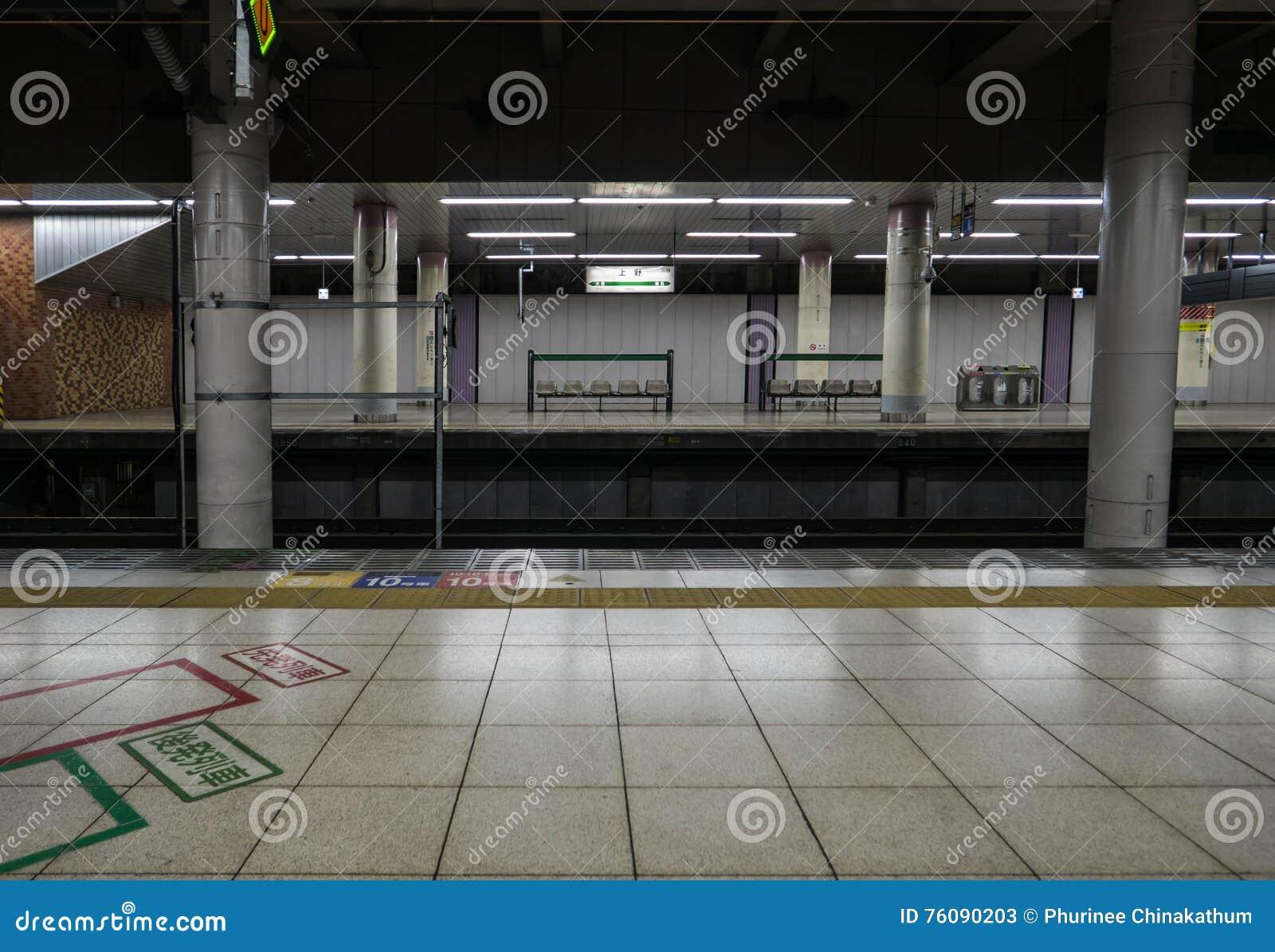 Intérieur de station de train de Tokyo