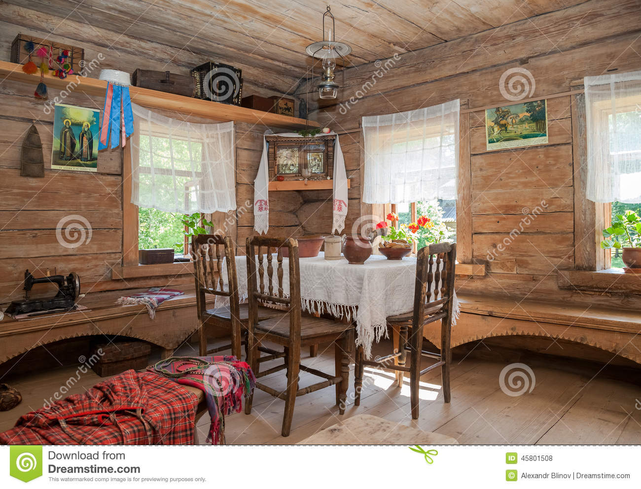 maison en bois interieur - int rieur de vieille maison en bois rurale photo stock