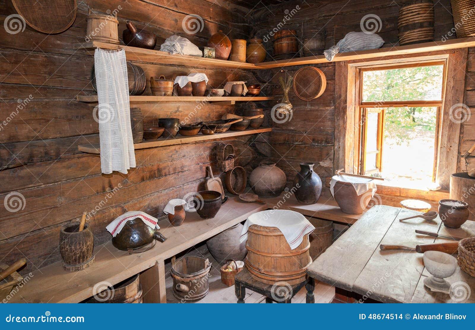 Int rieur de vieille maison en bois rurale dans le mus e for Interieur maison en bois