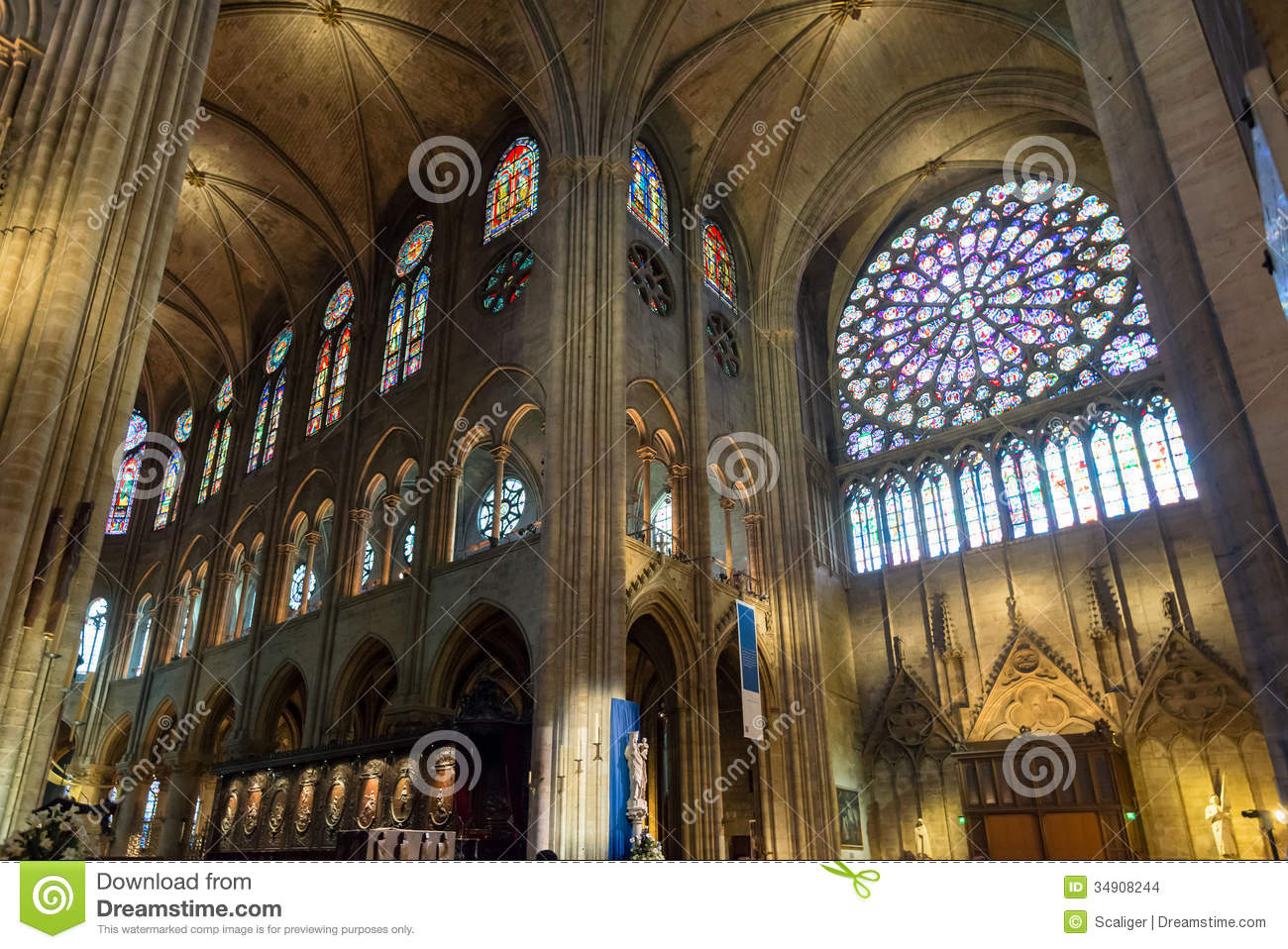 Int rieur du notre dame de paris france images stock for Interieur france