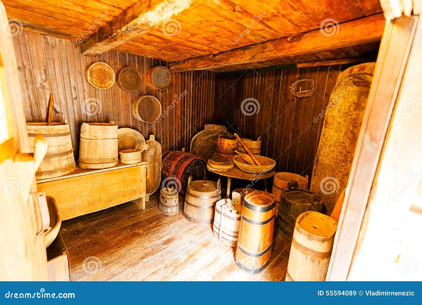Int rieur en bois d 39 une vieille maison image stock image du cottage barri re 55594089 - Interieur d une maison ...