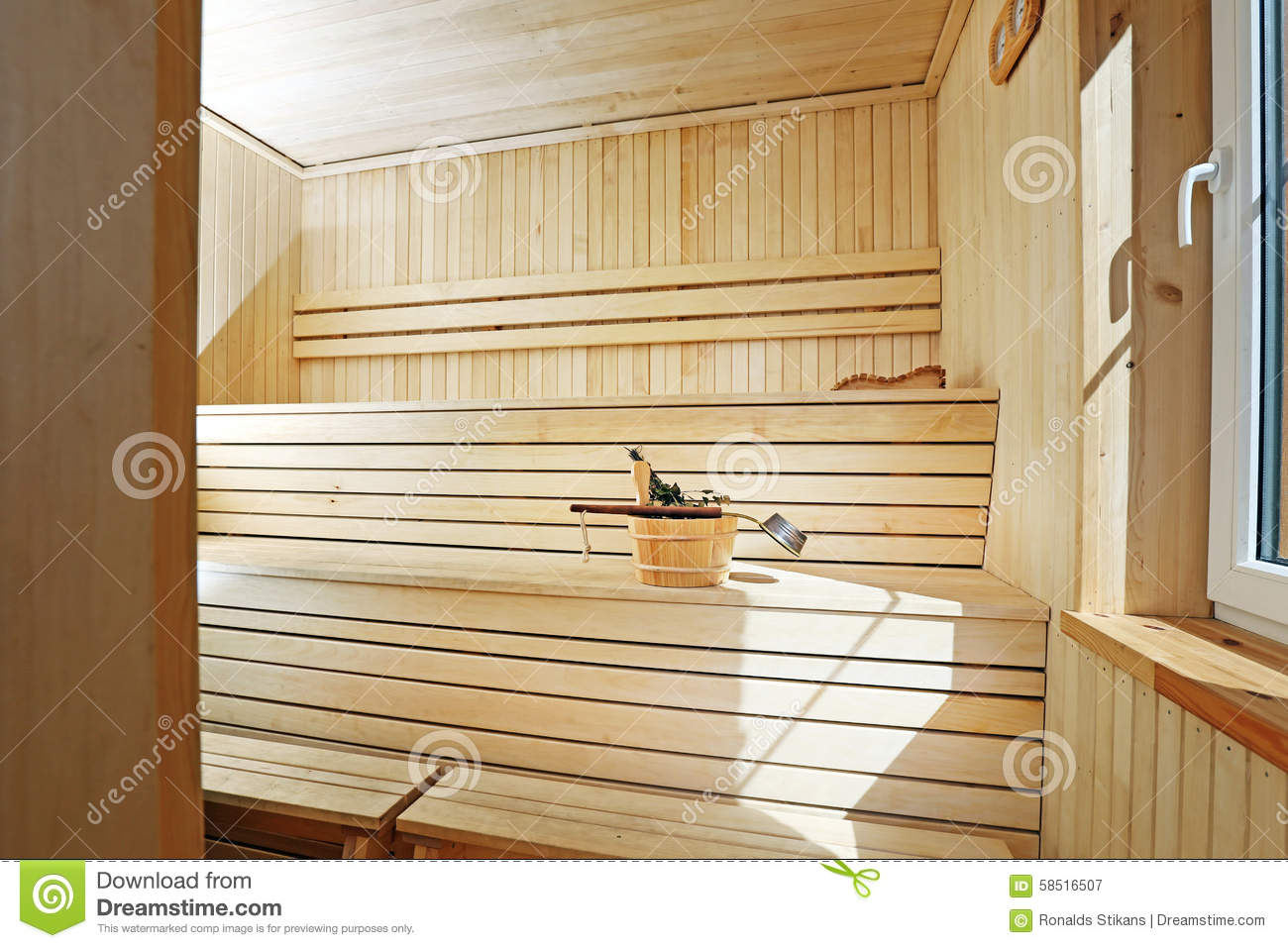 int rieur en bois de sauna photo stock image 58516507. Black Bedroom Furniture Sets. Home Design Ideas