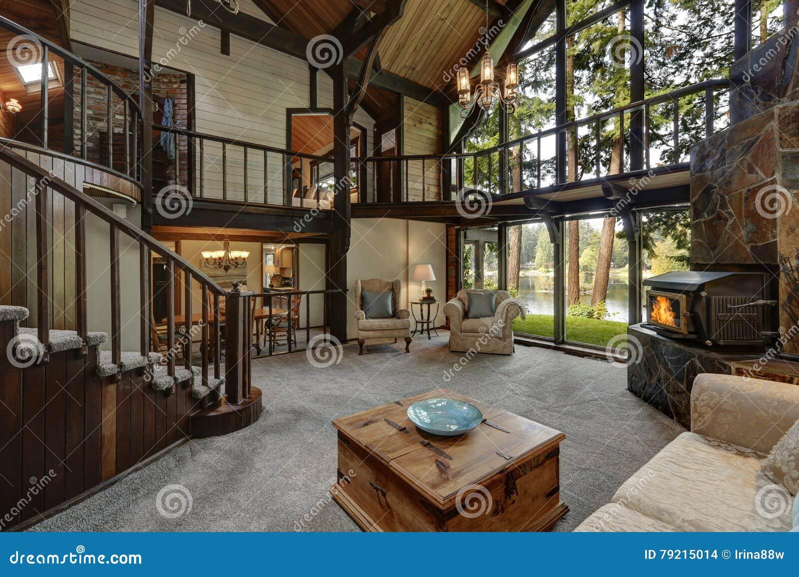 Interieur En Bois Moderne De Maison De Cottage Avec La Fin De Salon