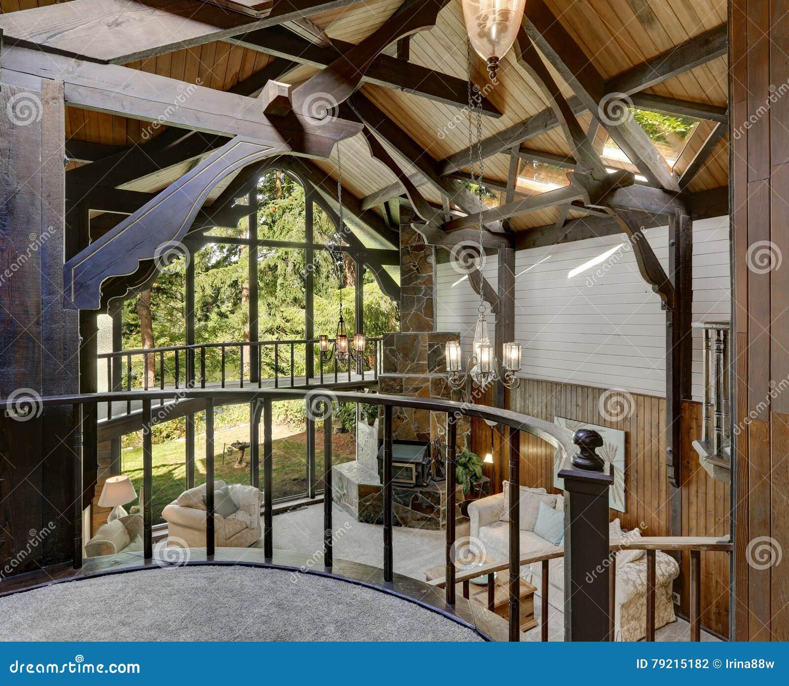 Interieur En Bois Moderne De Maison De Cottage Avec Le Salon Photo