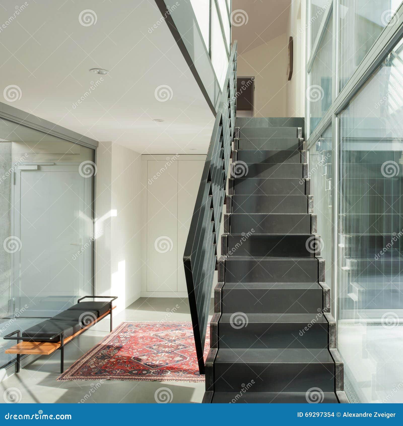 Escalier Interieur Maison Moderne intérieur, escalier de fer d'une maison moderne photo stock