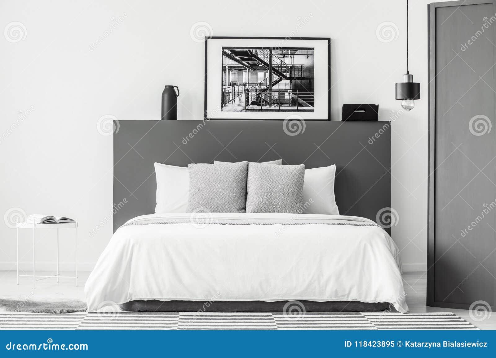 Intérieur Gris Et Blanc De Chambre à Coucher Image stock - Image du ...