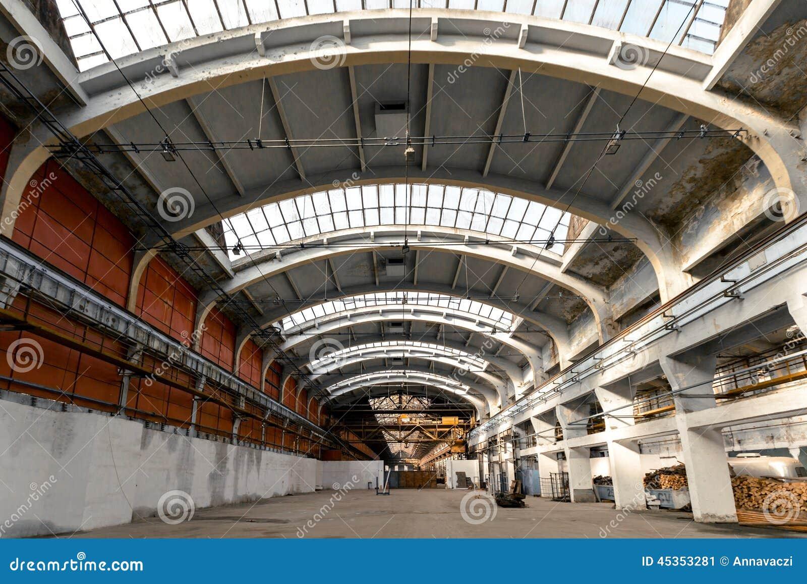Intérieur industriel abandonné