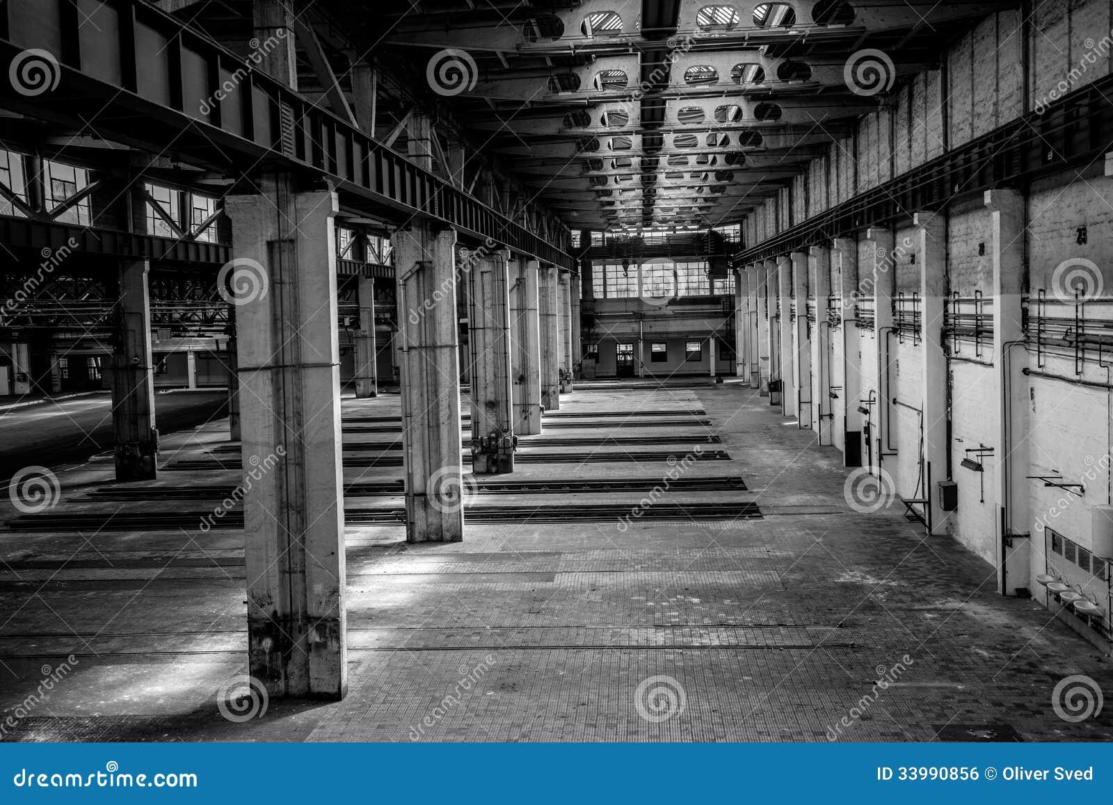 Int rieur industriel d 39 une vieille usine image libre de for Interieur usine
