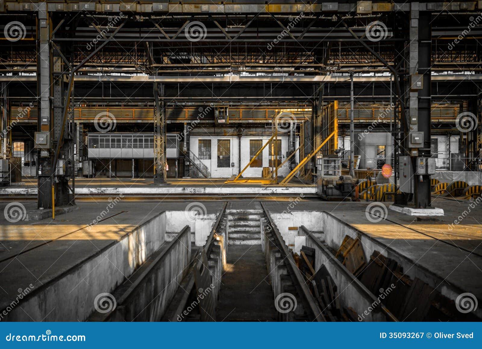 Int rieur industriel d 39 une vieille usine photographie for Interieur usine