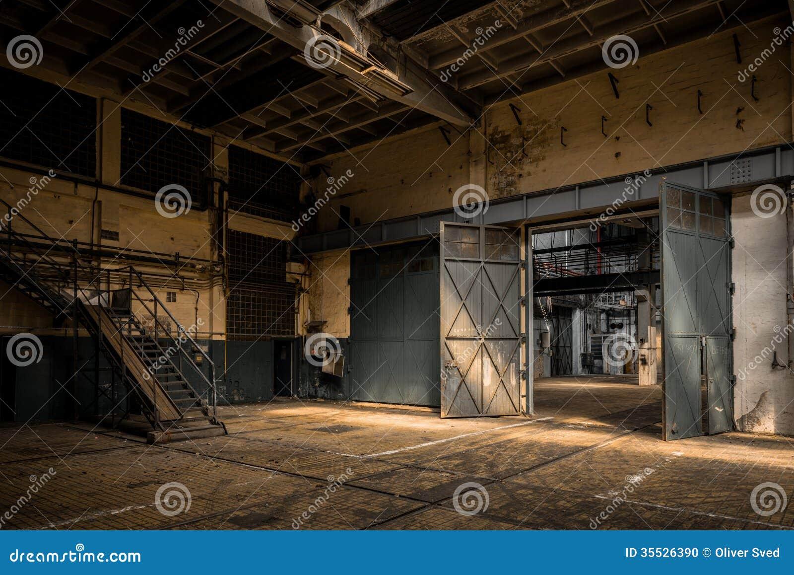 int rieur industriel d une vieille usine. Black Bedroom Furniture Sets. Home Design Ideas