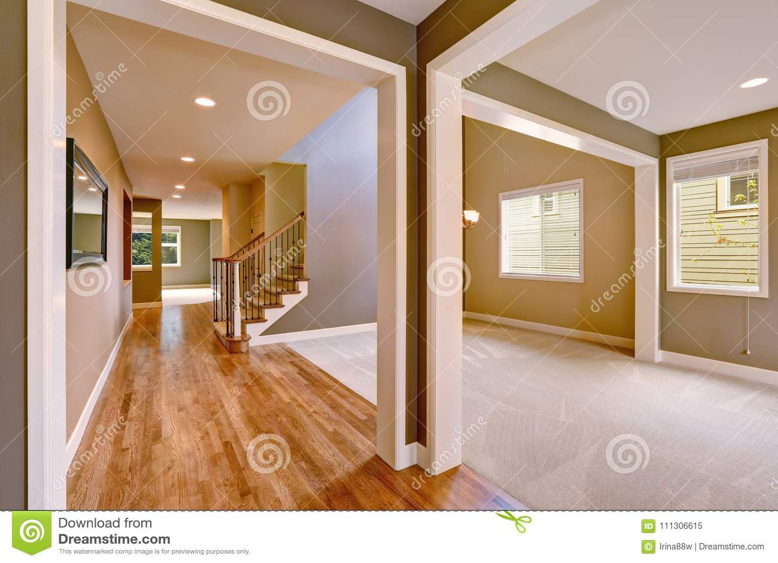 Intérieur Léger De Taupe Avec Stupéfier Floorplan Image ...