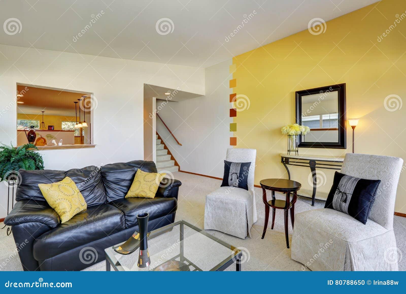 Int rieur lumineux de salon dans la maison duplex photo - Salon lumineux ...