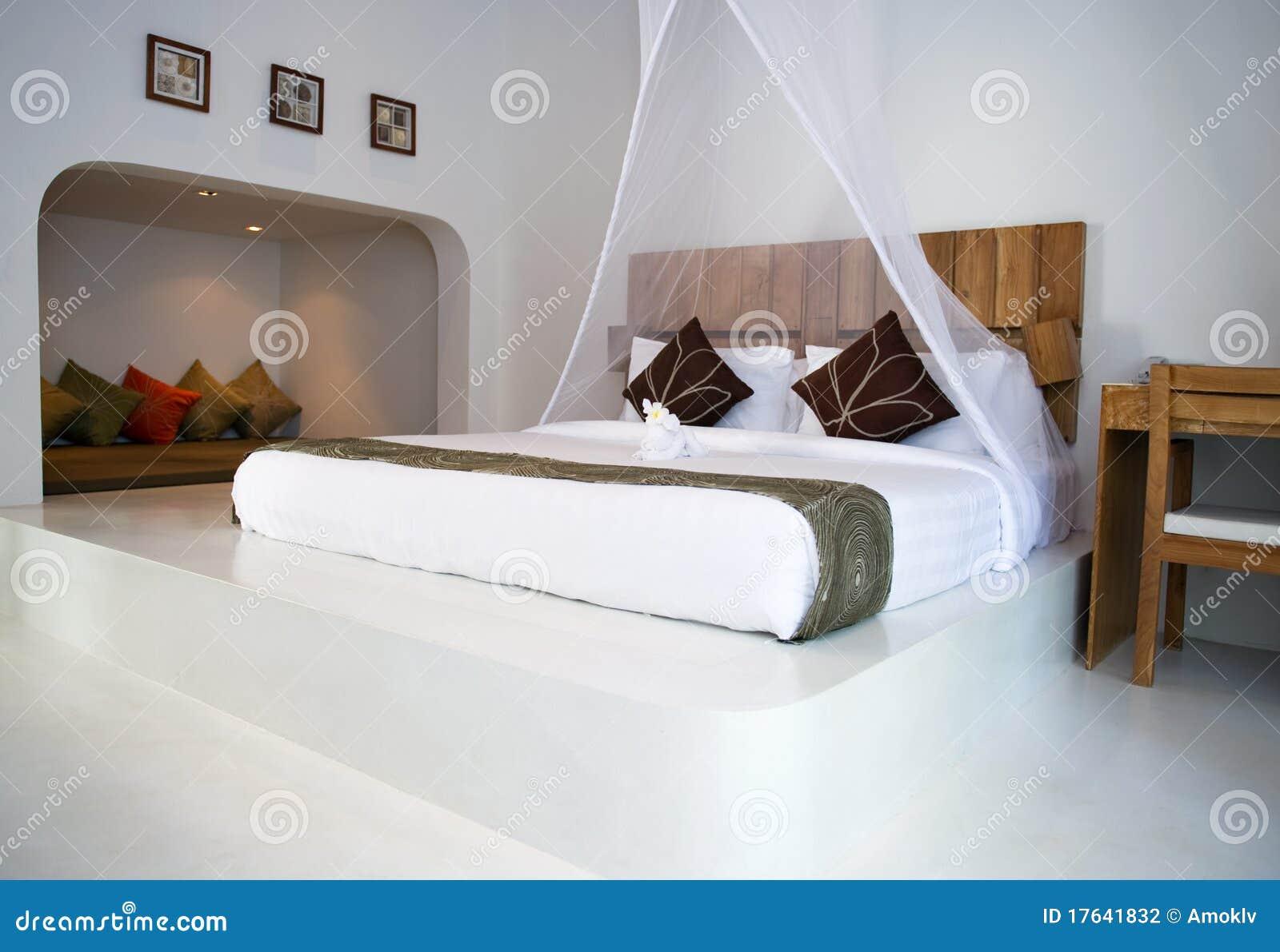 Int rieur luxueux de chambre coucher photographie stock for Interieur chambre a coucher