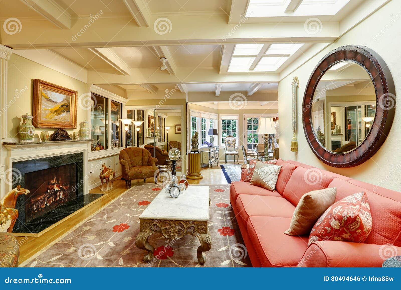 Intérieur luxueux de maison Salon bien meublé