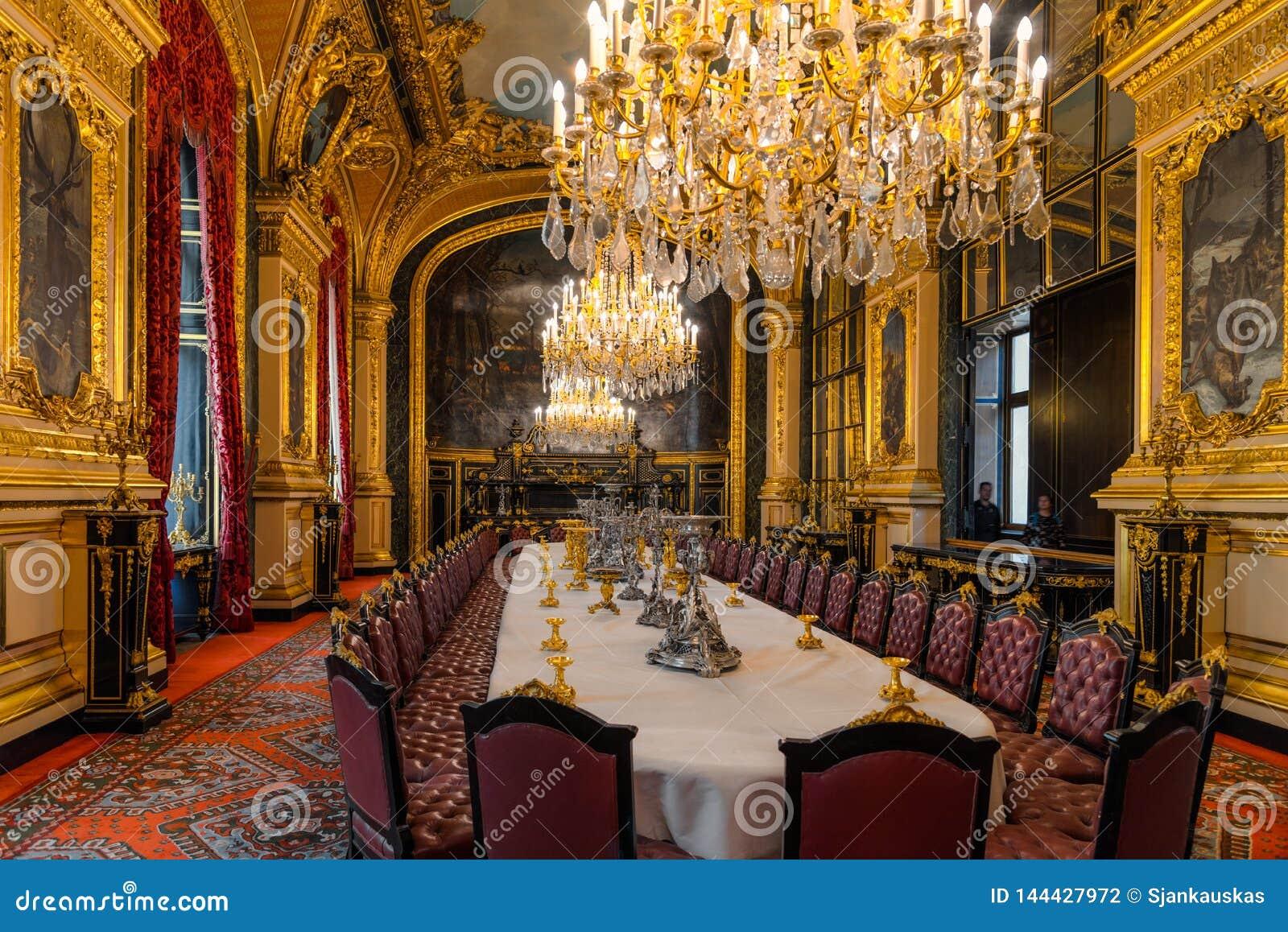 Salle A Manger Paris intérieur luxueux de salle à manger avec les meubles royaux