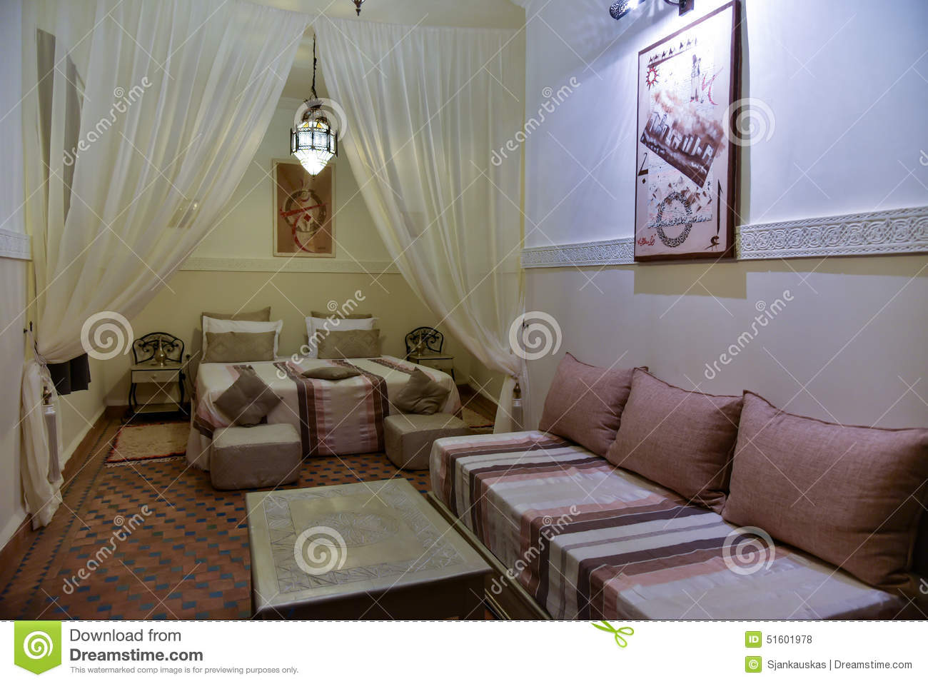 Beautiful ditorial with chambre coucher maroc for Modele chambre a coucher maroc