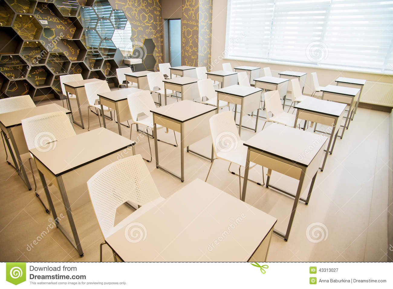 Int rieur moderne d 39 cole photo stock image 43313027 for Interieur cours nice