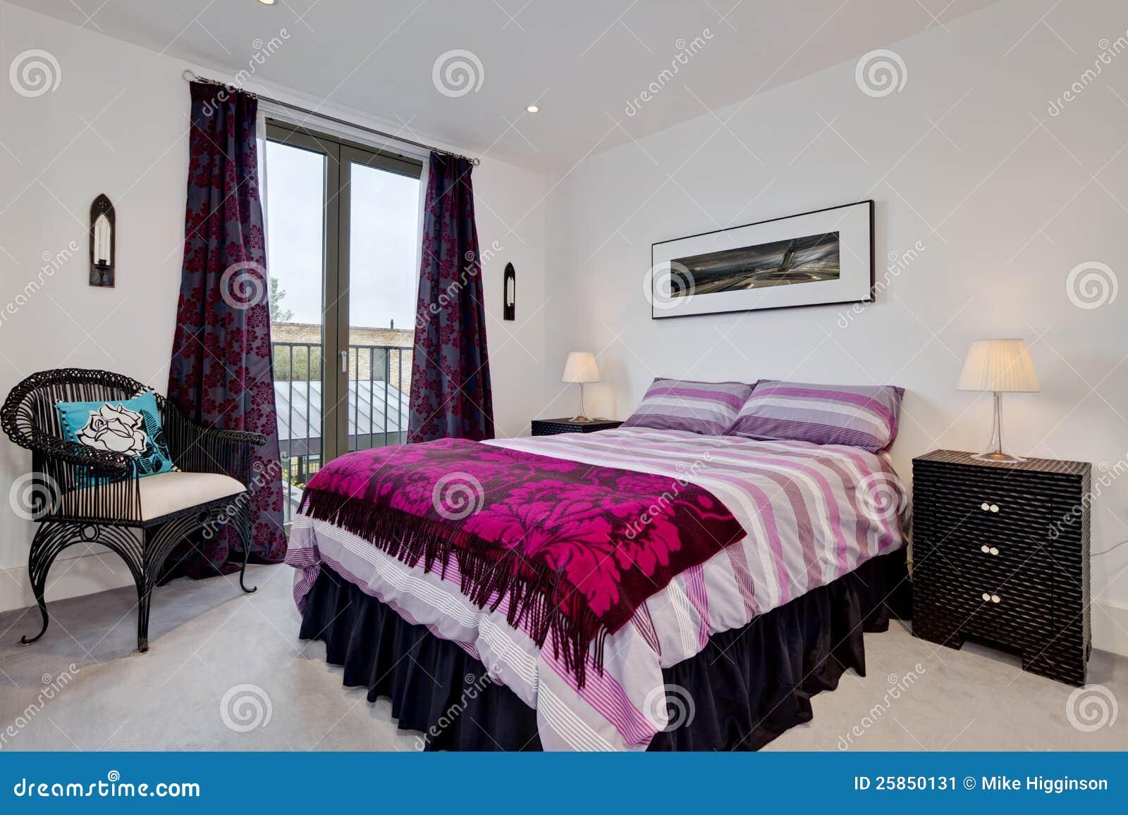 Int rieur moderne de chambre coucher image stock image for Interieur chambre a coucher