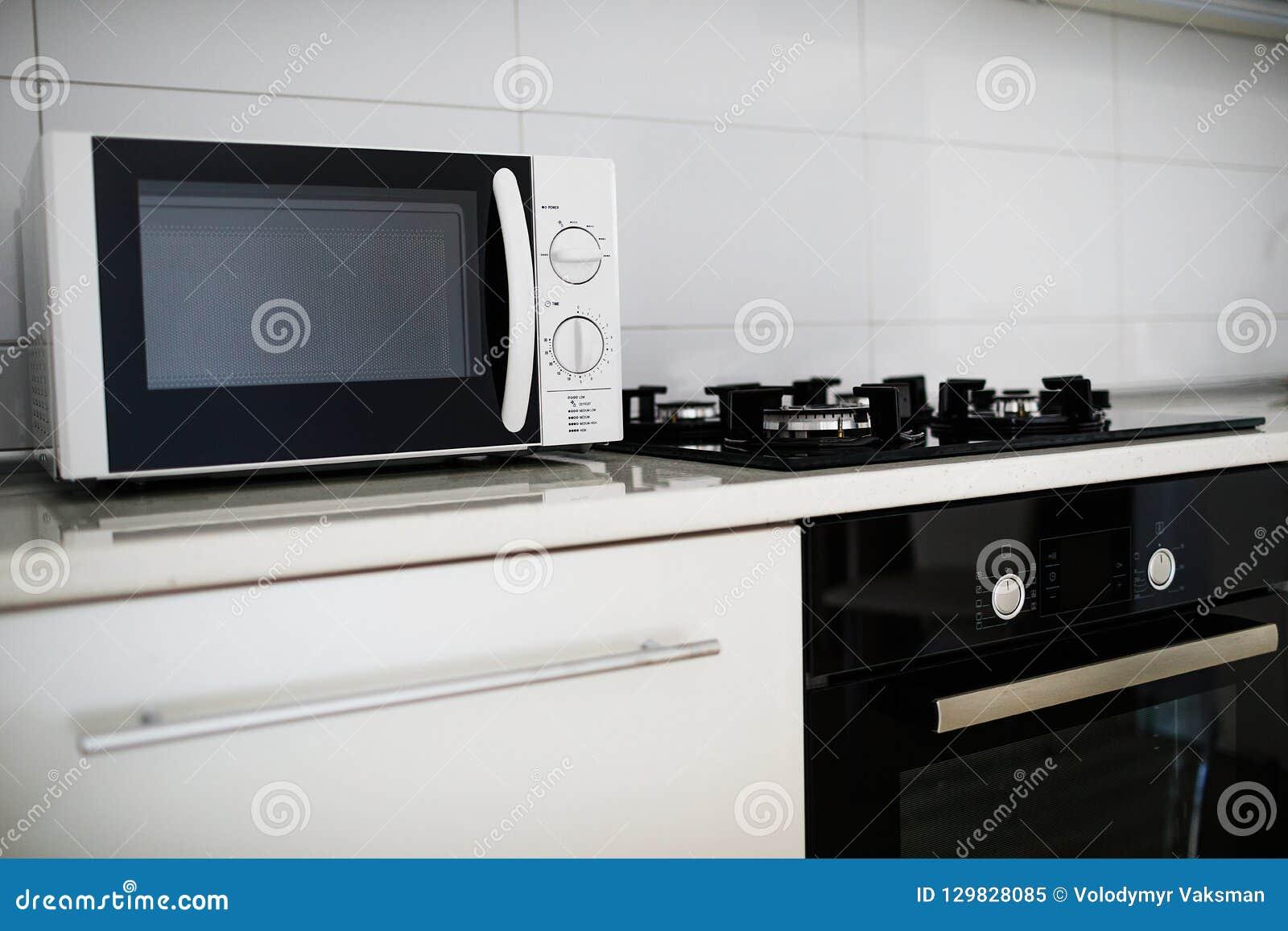 Meuble Cuisine Four Et Micro Onde intérieur moderne de cuisine avec électrique et le four à