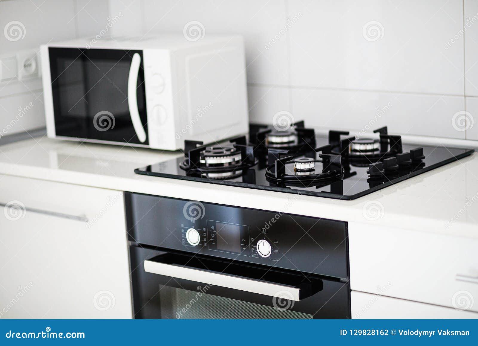 Cuisine Four Micro Onde intérieur moderne de cuisine avec électrique et le four à