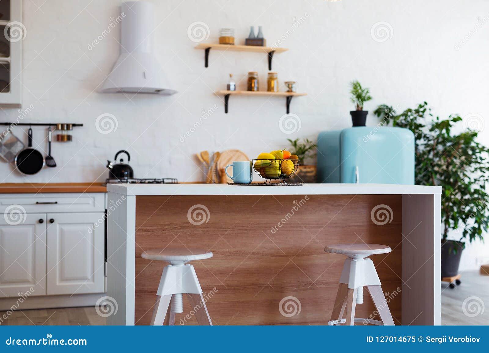 Interieur Moderne De Cuisine Avec L Ile L Evier Les Cabinets Et