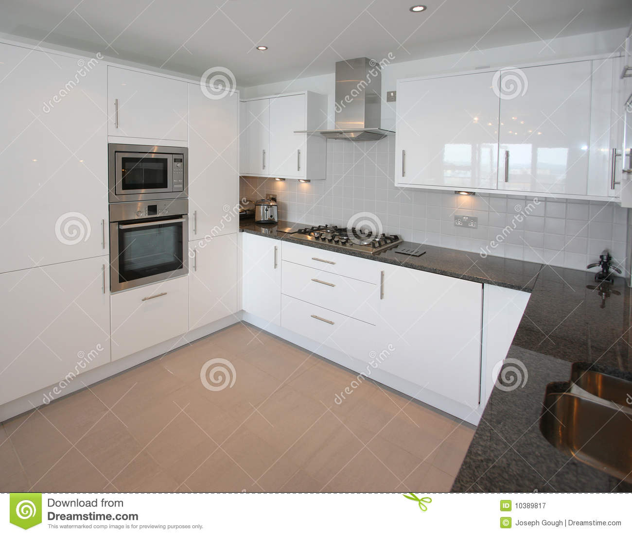 Int rieur moderne de cuisine d 39 appartement image stock for Interieur cuisine moderne