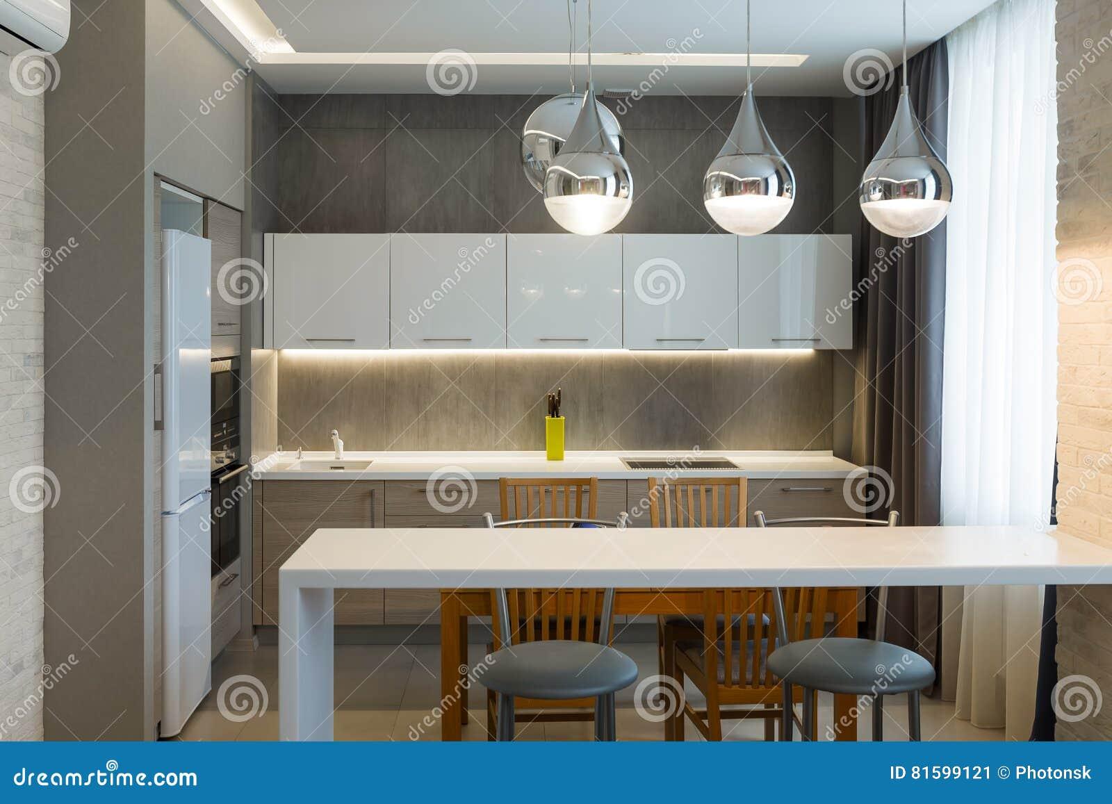 Interieur De Luxe Appartement intérieur moderne de cuisine dans la nouvelle maison de luxe