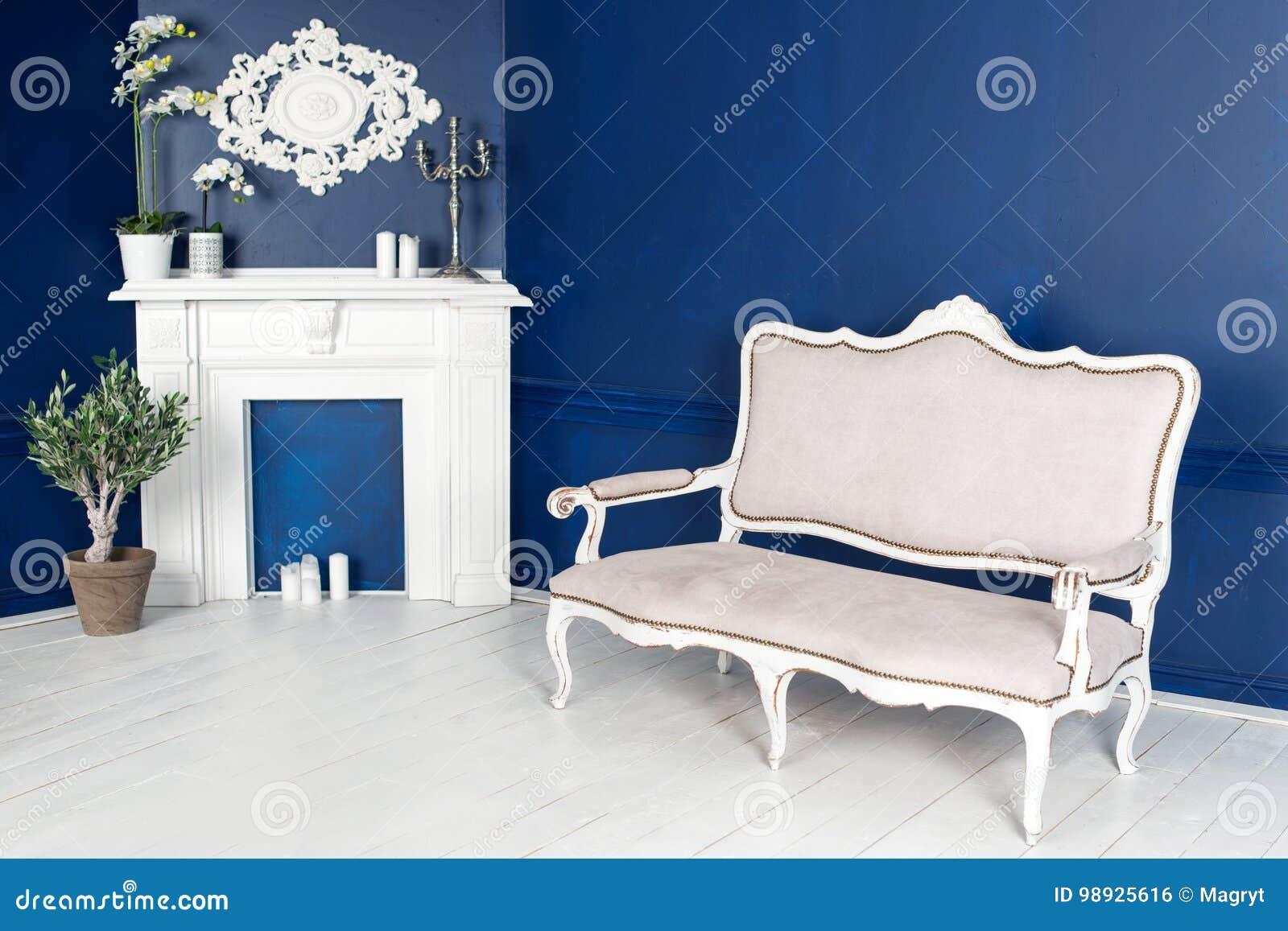 Intérieur Moderne De Salon Avec La Fausse Cheminée Photo Stock