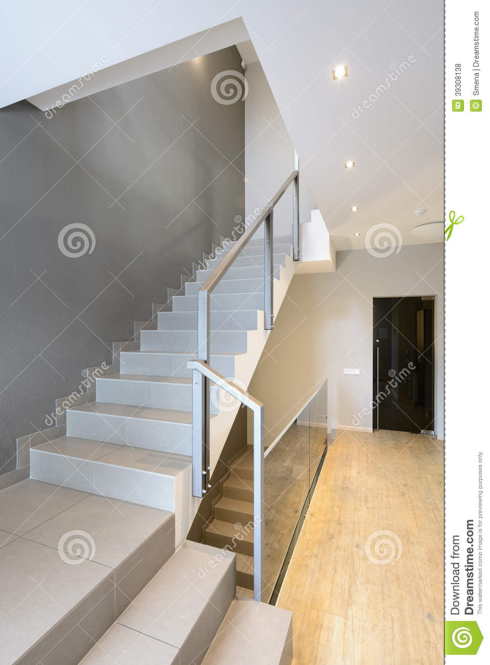 Int rieur moderne escalier photo stock image 39308138 for Escalier moderne interieur
