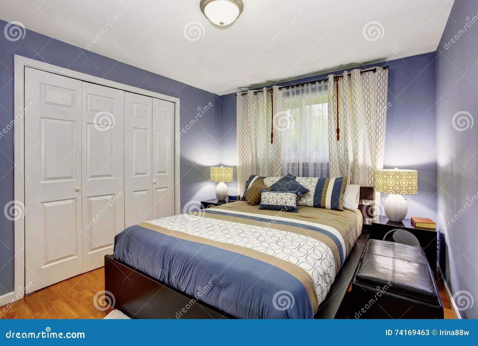 Intérieur Noir Et Bleu De Chambre à Coucher Avec La Garde Robe